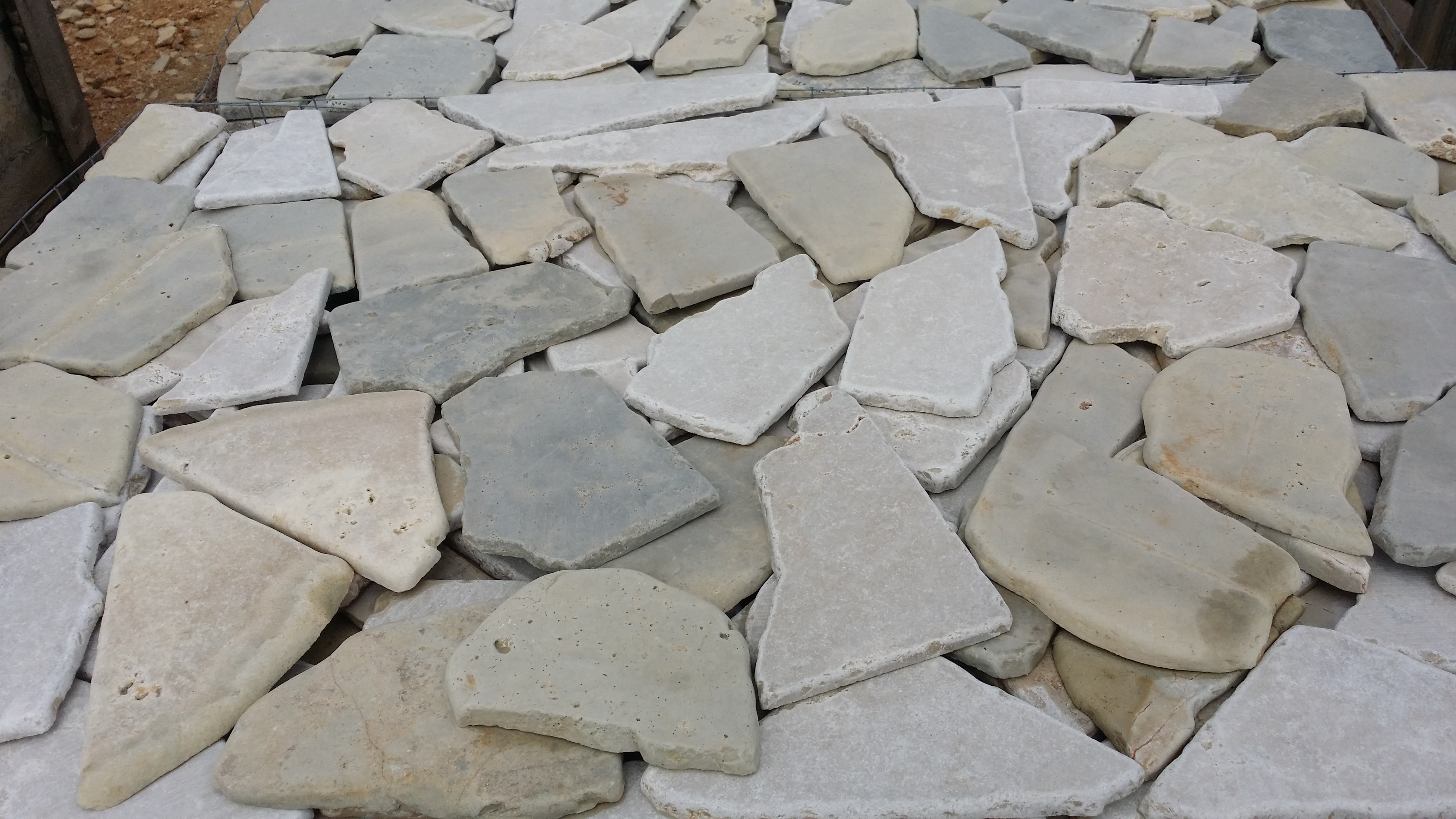 Pietra di trani puglia pavimenti e rivestimenti - Rivestire muro esterno ...