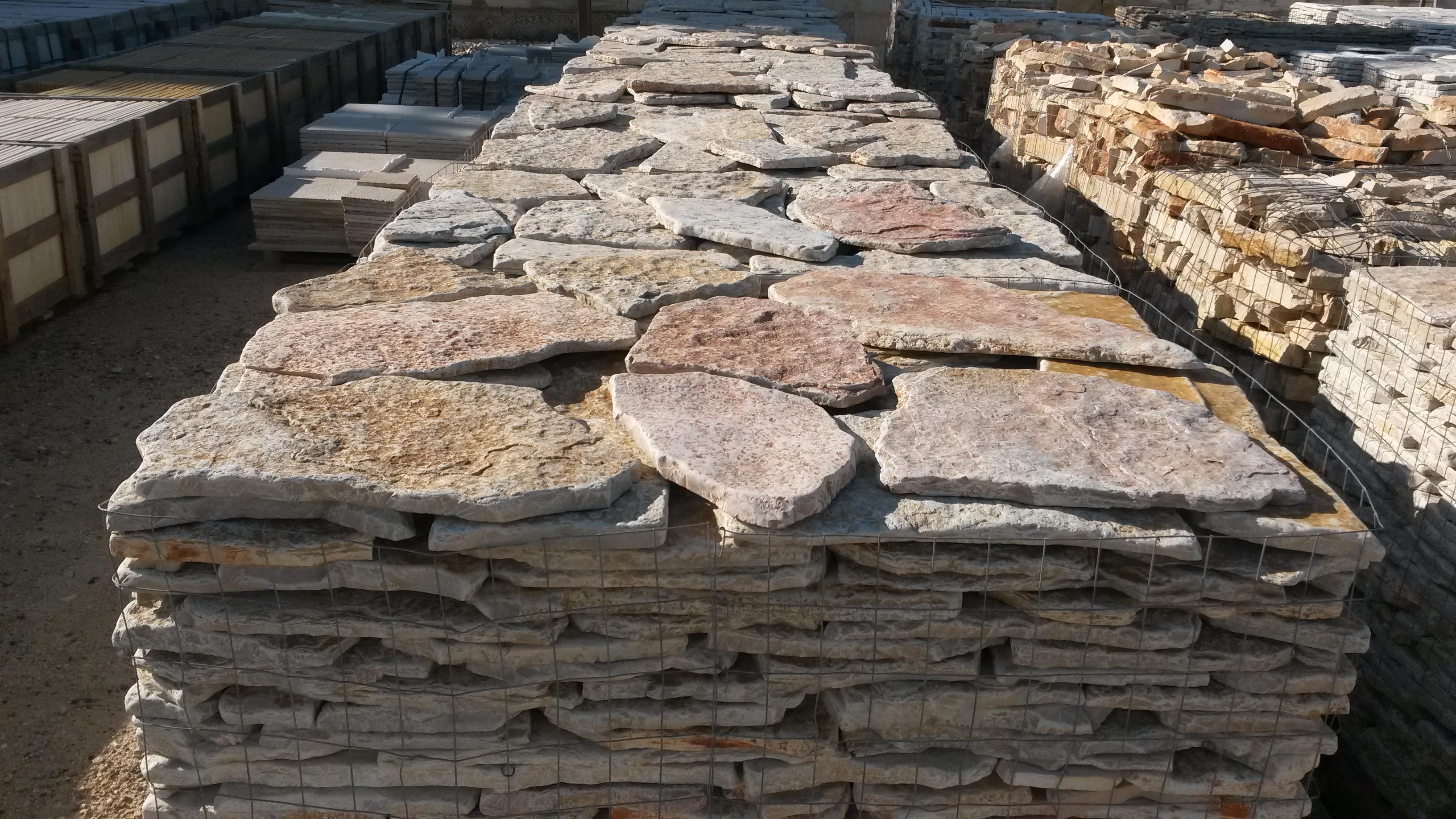 Pietra di trani puglia pavimenti e rivestimenti - Pietre per esterni ...