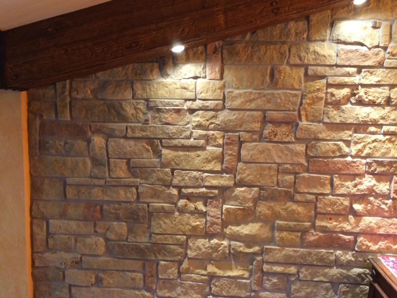 rivestimento parete interna pietre raffaele cileo pietra di trani marmi mosaici graniti