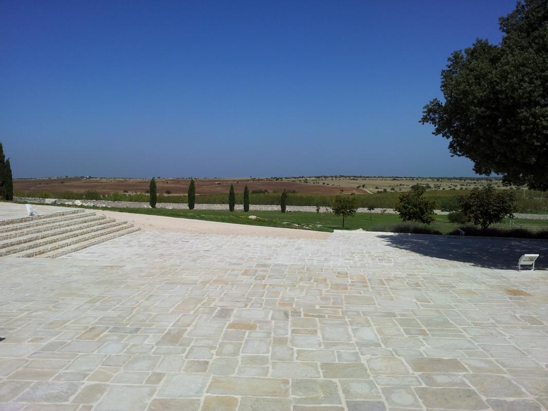 Realizzazioni pietre raffaele cileo pietra di trani - Pavimentazione giardino in pietra ...