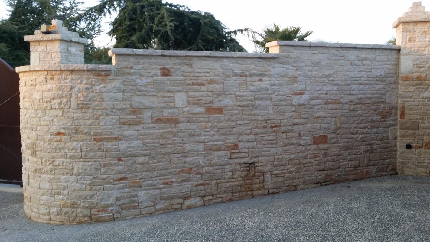 Muretti esterni villa pietre raffaele cileo pietra di - Gradini in marmo per esterno ...
