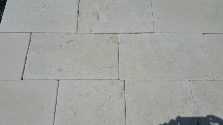 Pavimento In Pietra Di Trani : Offerta stock pavimento anticato bianco ostuni pietre raffaele