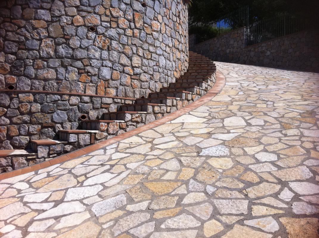 Pavimento In Pietra Di Trani : Pavimentazione in pietra di trani pietre raffaele cileo pietra