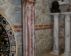 Colonna in marmo rosso Orobico