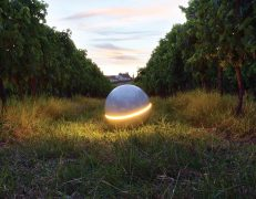 Menhir Minimal forma sferica