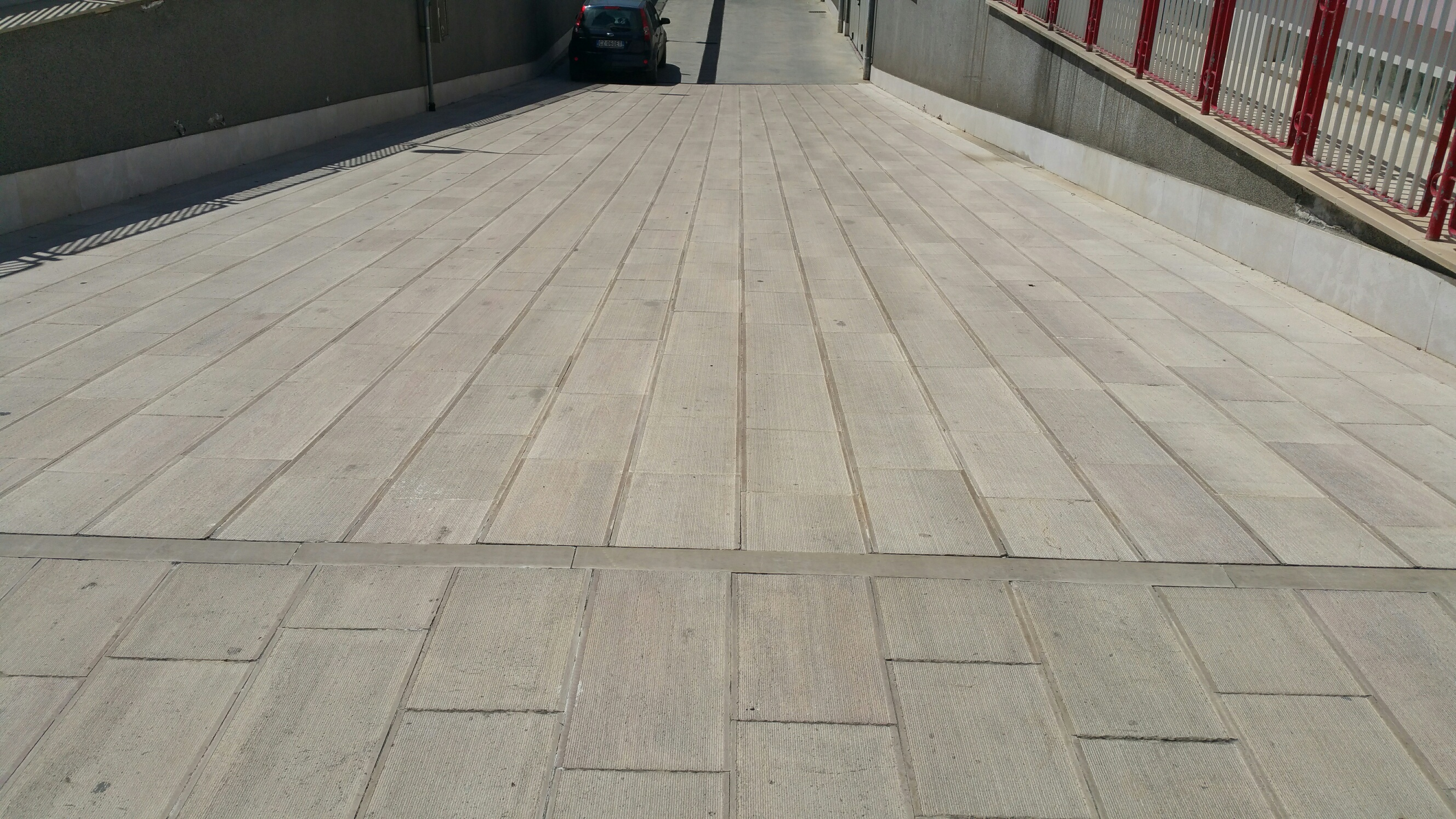 Pavimento In Pietra Di Trani : Italiano offerta pavimento in pietra di trani rigata antiscivolo