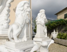 Leoni su obelisco